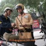 Bị cảnh sát giao thông giữ bằng lái xe quá 3 năm
