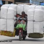 Bị phạt bao nhiêu nếu xe máy chở hàng cồng kềnh?
