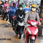 Phạt bao nhiêu nếu đi xe máy lên hè phố?
