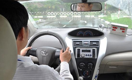 Cách thi phần lái xe đường trường khi thi bằng lái xe B2
