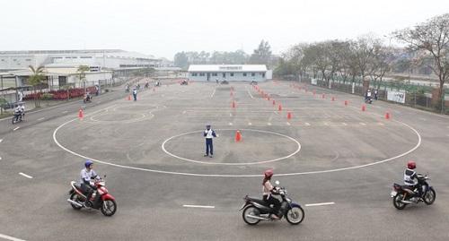 Nộp hồ sơ thi bằng lái xe máy ở đâu?